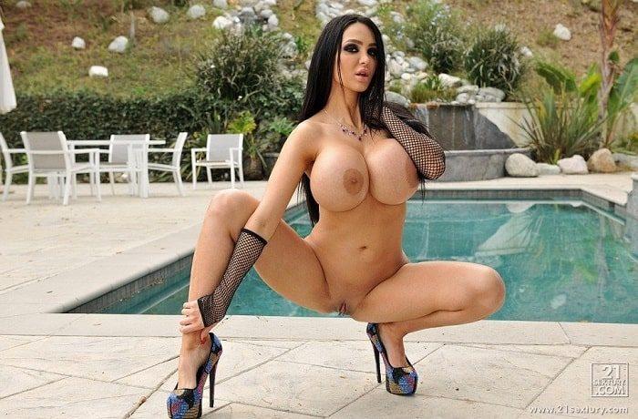 tetona Amy Anderssen porno en la piscina