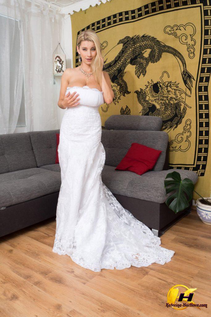 Katerina Hartlova y su sexy vestido