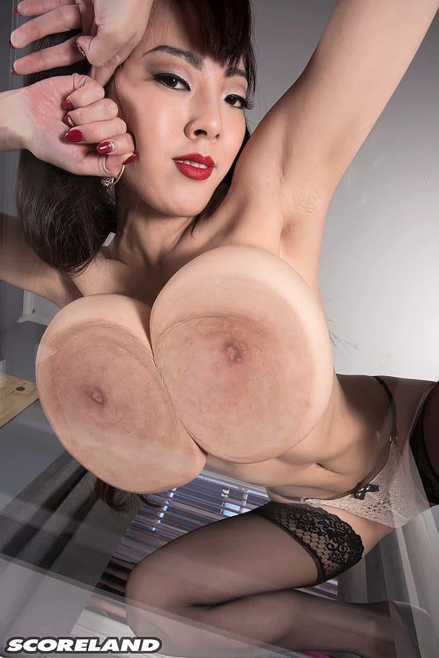 mega tetona Hitomi Tanaka desnuda