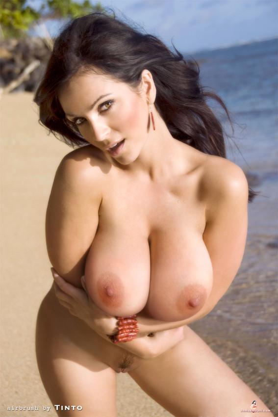 Denise Milani desnuda